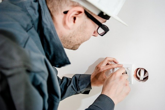 Électricien et plombier le duo gagnant pour les dépannages domestiques